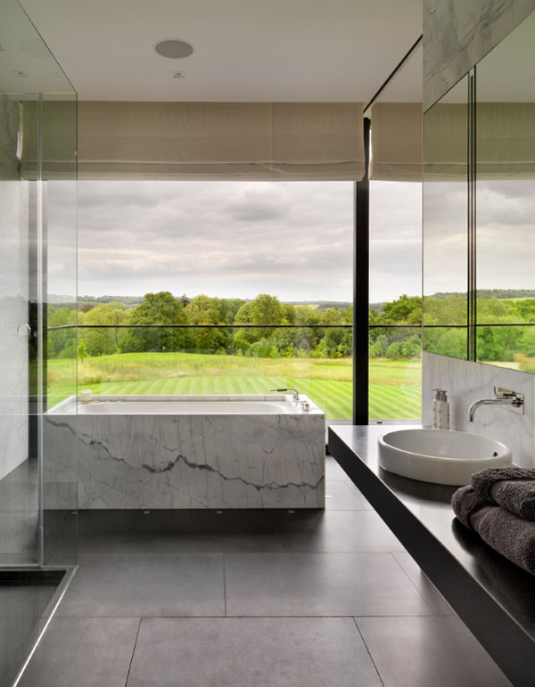 Bathrooms-with-Views-39-1-Kindesign