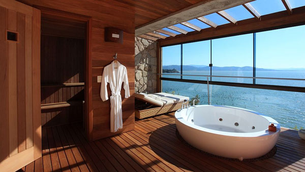 Bathrooms-with-Views-48-1-Kindesign