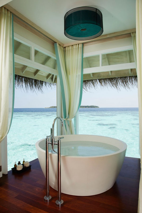 Bathrooms-with-Views-51-1-Kindesign