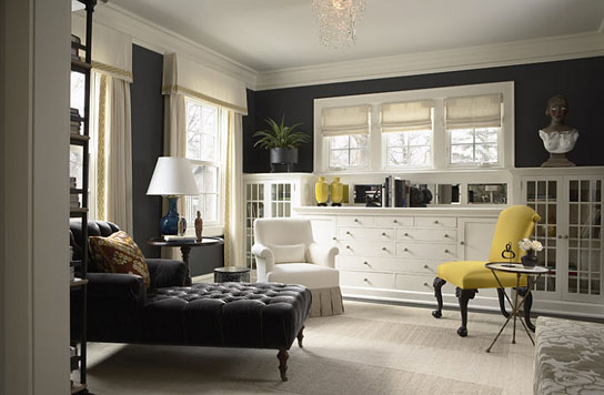 Cozy-sitting-room-in-gray-with-an-accent-chair-in-yellow