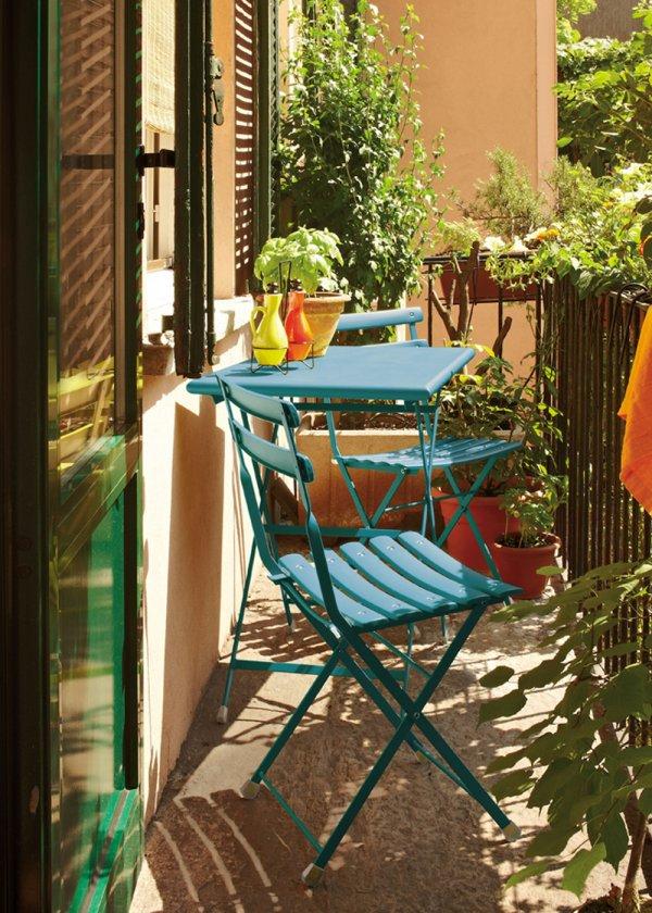 Piccolo balcone 15 idee per arredarlo con stile for Idee per coprire ringhiera balcone