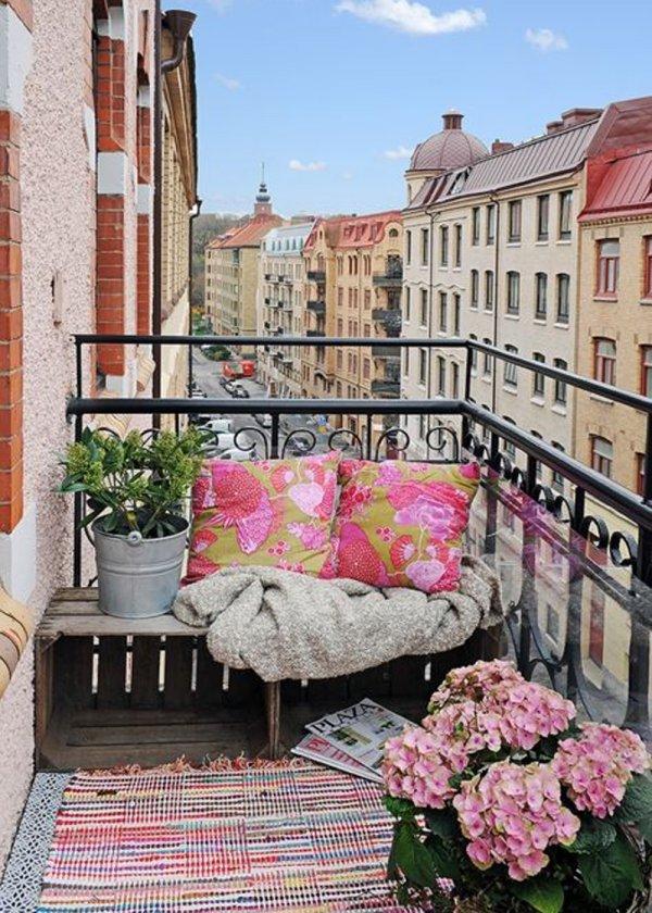 balcone femminile