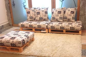 Divano con i pallet costruire un divano con i bancali 20 idee fai da te - Costruire un divano da un letto ...