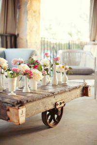 fabriquer-table-basse-palette-fleurs-vase-balcon1 - IdeaDesignCasa