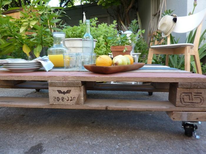 faire-une-table-basse-en-palette-jardin1