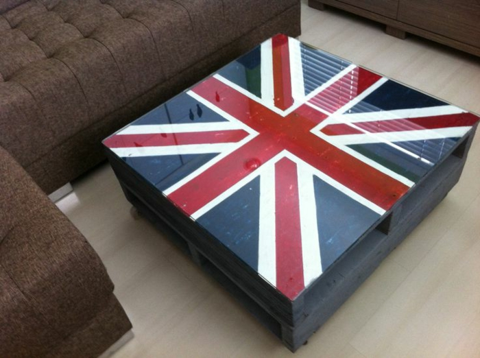 faire une table basse en palette l angleterre peinture verre plateau1. Black Bedroom Furniture Sets. Home Design Ideas