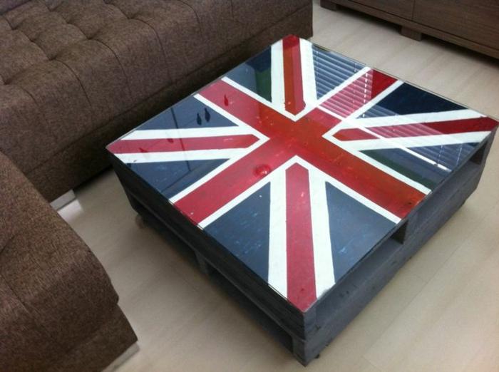 faire-une-table-basse-en-palette-l-angleterre-peinture-verre-plateau1