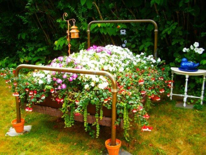 arredo giardino: riutilizzare i vecchi mobili e decorare un ... - Idee Per Decorare Un Giardino