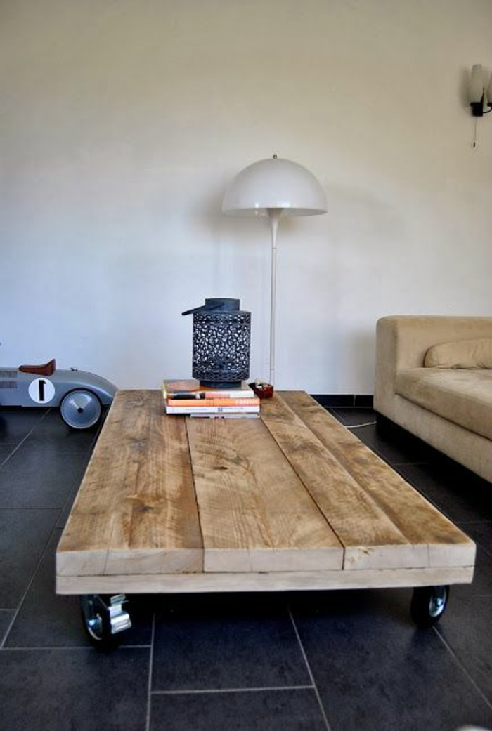 la-table-basse-palette-roulettes-bois-sofa1