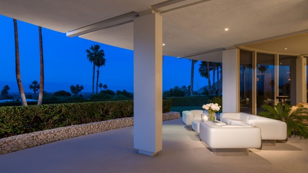 outdoor-luxury-furniture-600x338