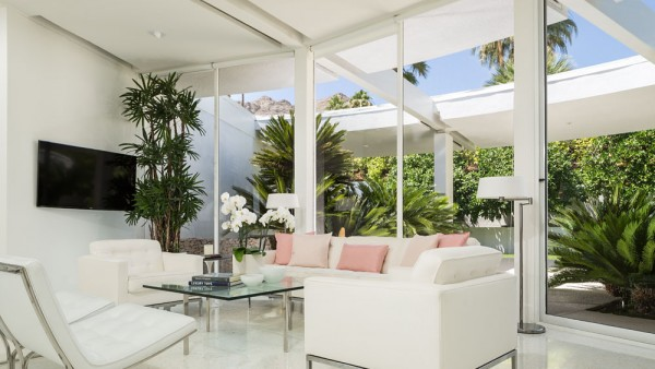 white-living-room-furniture-600x338