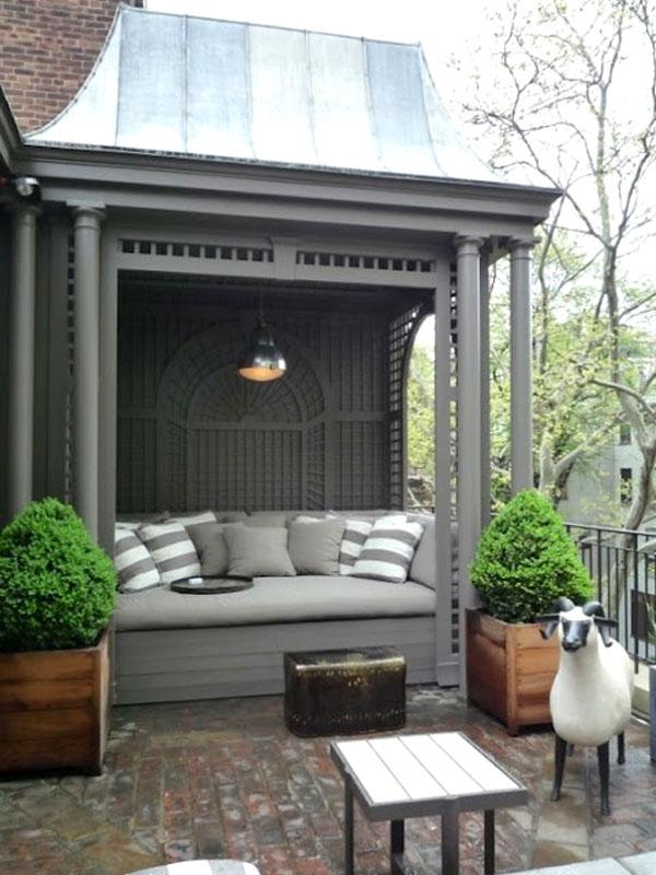salotto esterno grigio e bianco