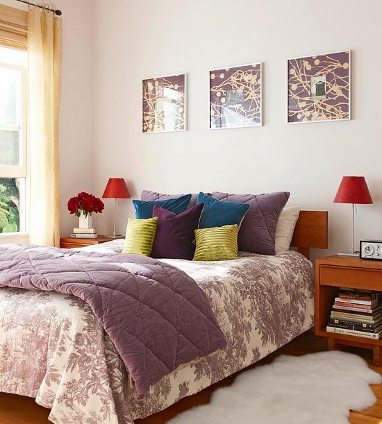 Arredare la camera da letto con il viola 51 idee for Papel para empapelar habitaciones