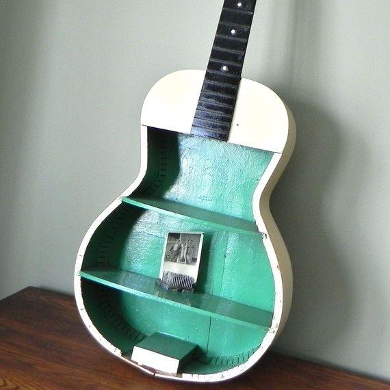 riciclo creativo vecchia chitarra