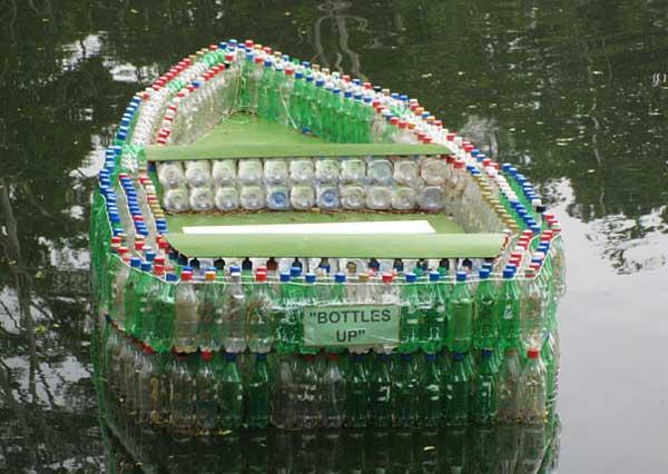 barca-con-bottiglie-di-plastica