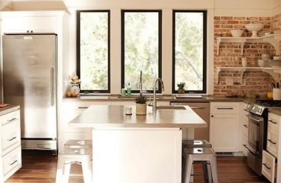 in cucina la parete sopra il lavandino il piano di lavoro ...