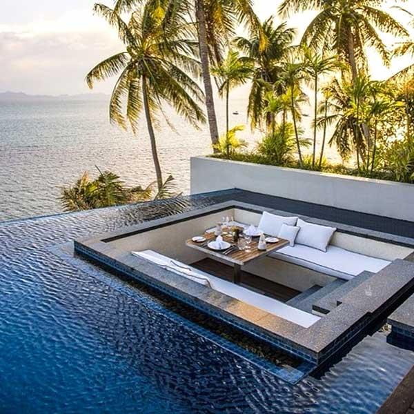 divano in mezzo acqua