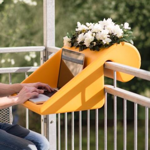 poggia computer per il balcone