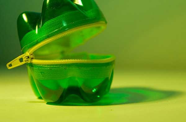 trousse-bottiglia-di-plastica
