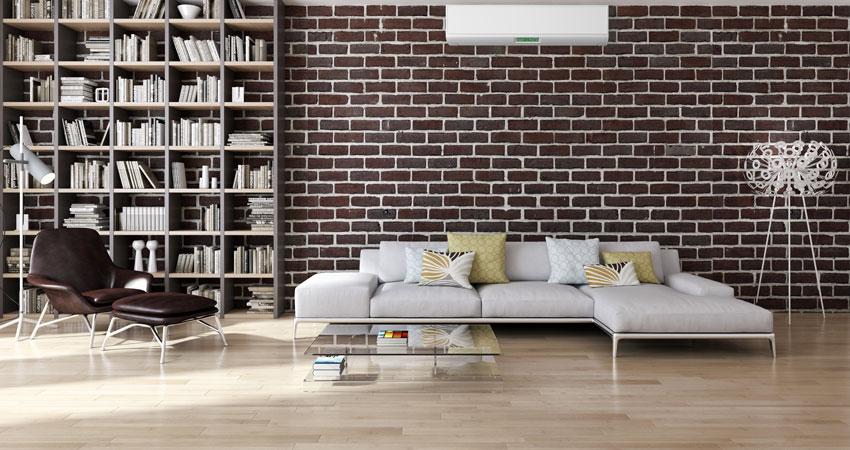 parete effetto mattoni in questo soggiorno vintage.