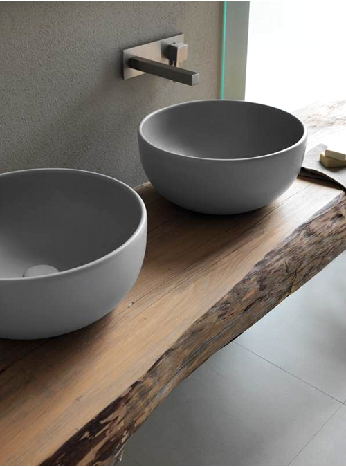 Mobile in legno massello per il bagno ecco 10 modelli da for Mobili bagno due lavabi