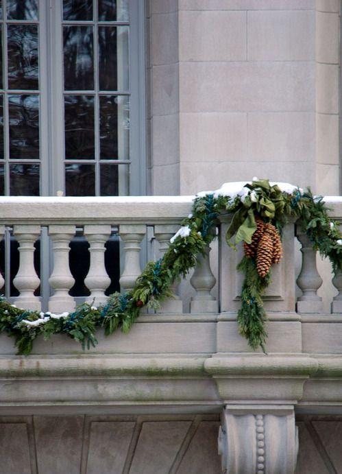 Decorare il balcone per natale 20 idee da cui ispirarsi - Addobbare le finestre per natale ...