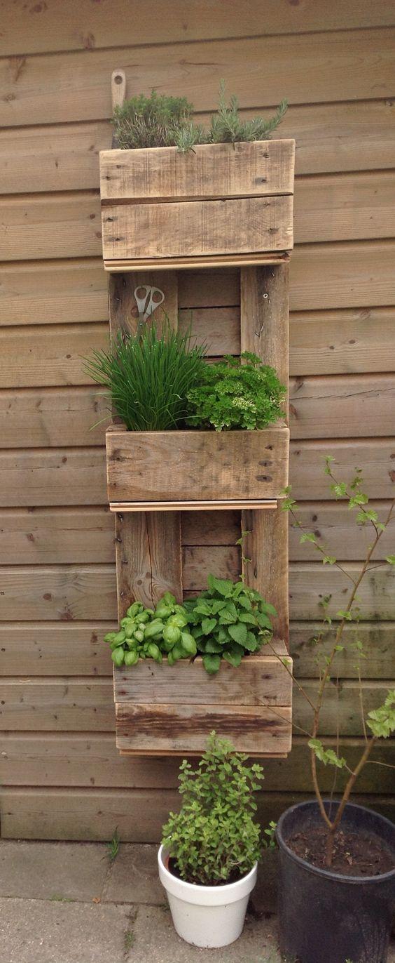 Arredare il giardino con i pallet 20 idee per un riciclo - Arredo giardino con bancali ...