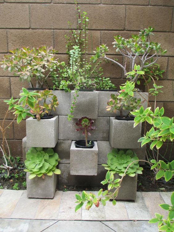 Blocchi di cemento fioriti 20 idee per decorare il for Cespugli fioriti per giardino