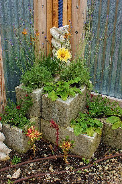 Fioriera blocchi di cemento 13 ideadesigncasa for Semplici piani di casa in blocchi di cemento