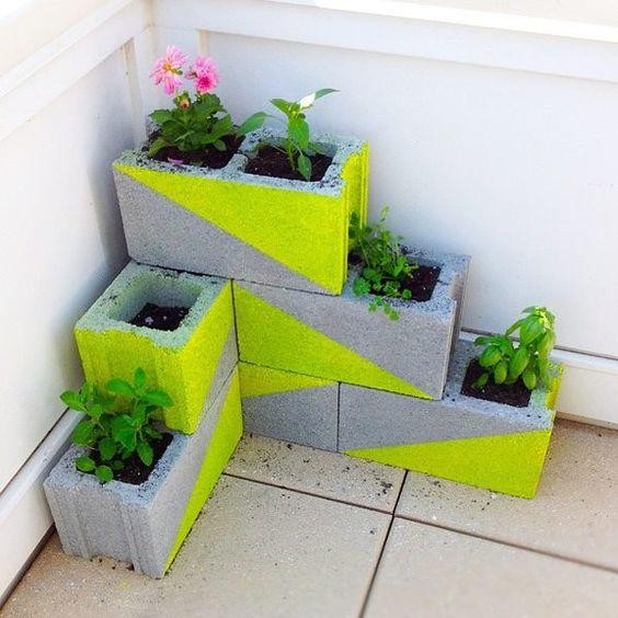 Blocchi di cemento fioriti