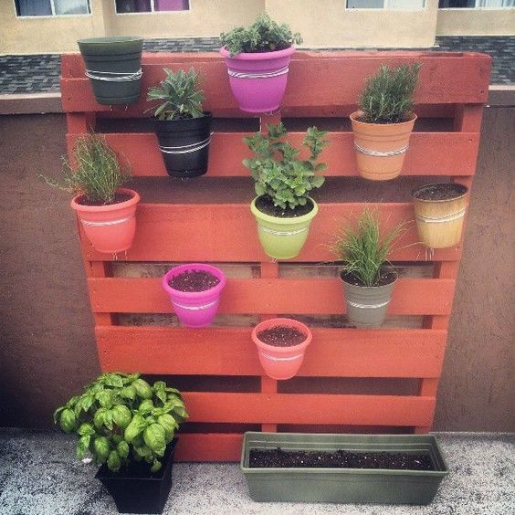 Fioriera verticale con pallet ecco 20 idee creative for How to come up with painting ideas
