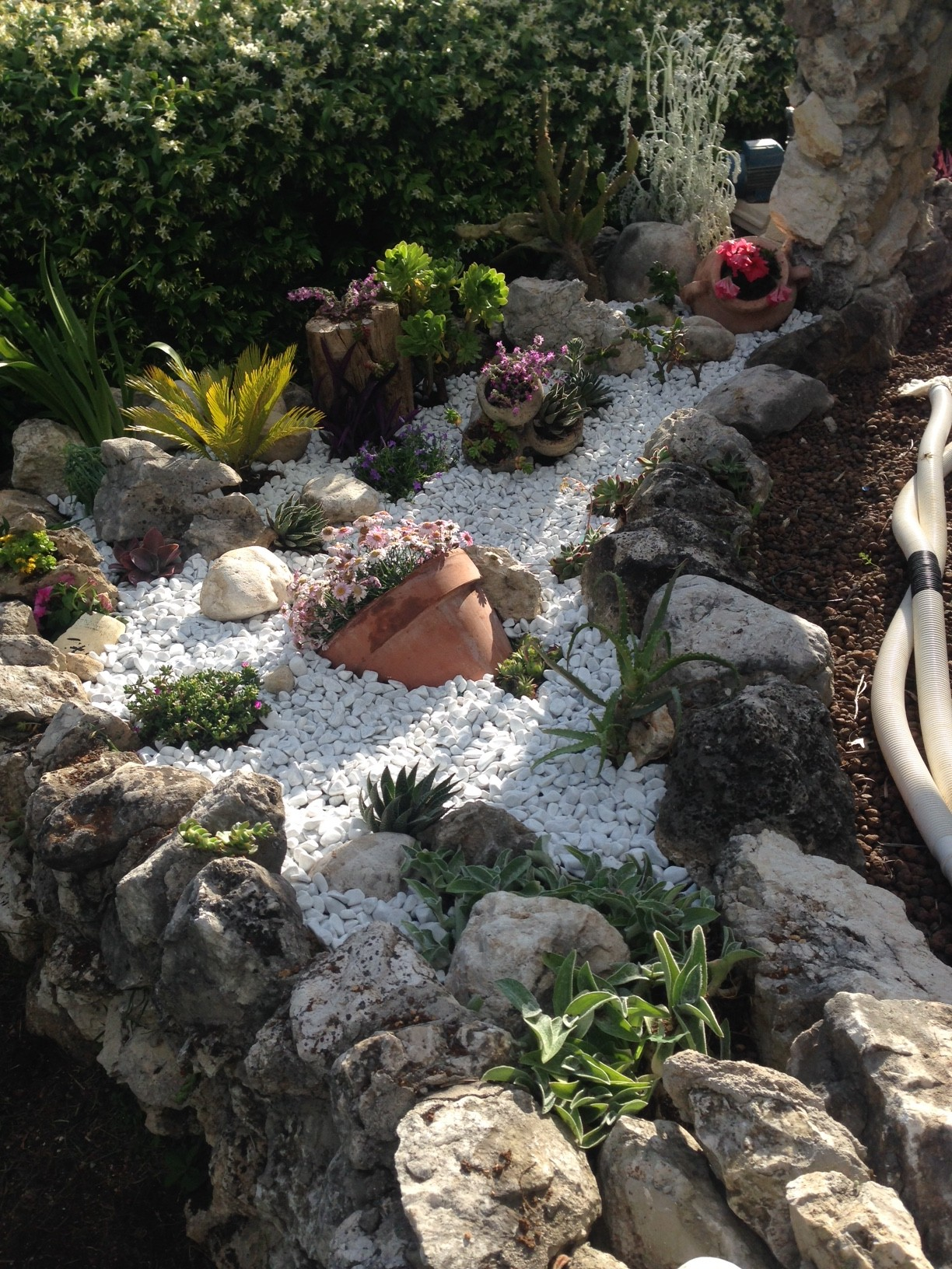Aiuole creative ecco 20 bellissime idee - Aiuole per giardino ...