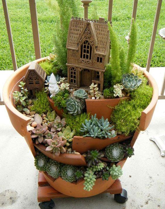 Riciclare i vasi rotti in fantastici giardini in miniatura for Giardini in miniatura giapponesi