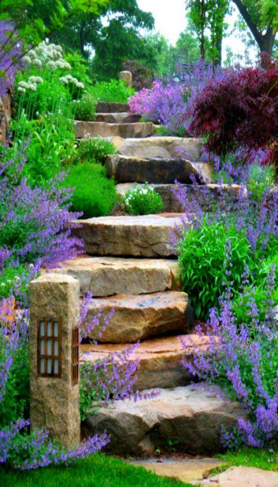 Decorare le scale esterne con i fiori 20 idee creative for Step up garden designs