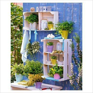 Decorare il giardino con le cassette di legno 20 idee - Porta piante da esterno ...