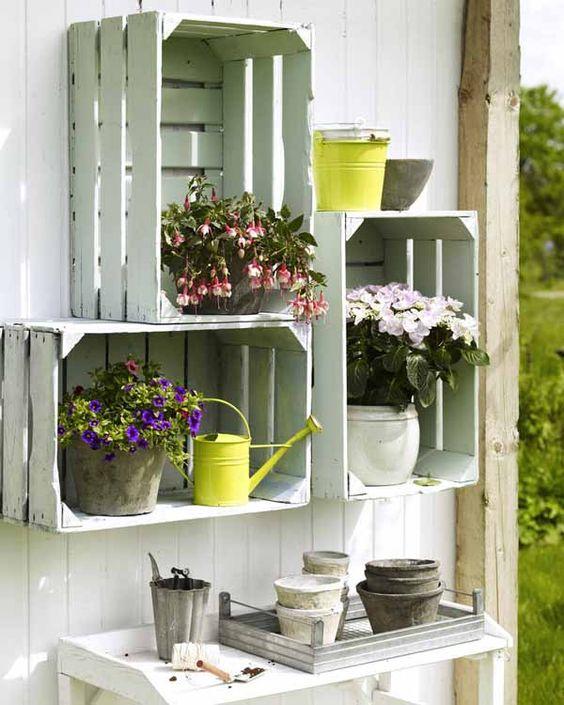 Decorare il giardino con le cassette di legno 20 idee for Idee per abbellire il giardino