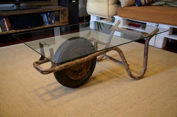 Un tavolino con materiali riciclati ecco idee creative