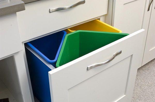 Sistemare i secchi della raccolta differenziata 20 idee - Contenitori spazzatura casa ...