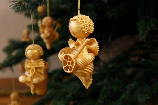 decorare-albero-di-natale-con-pasta-14