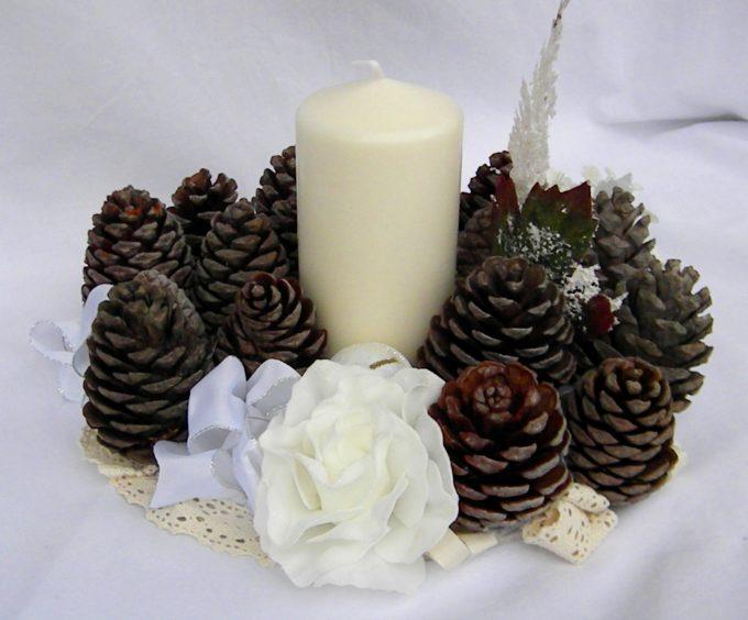 Centrotavola con le pigne ecco 20 idee lasciatevi ispirare - Decorazioni con candele ...