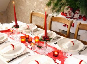 Decorazioni tavola di Natale in rosso e bianco