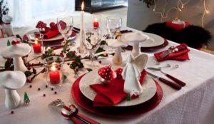 Decorazioni tavola di natale in rosso e bianco 20 idee for Decorazioni tavola natale idee tavola natale
