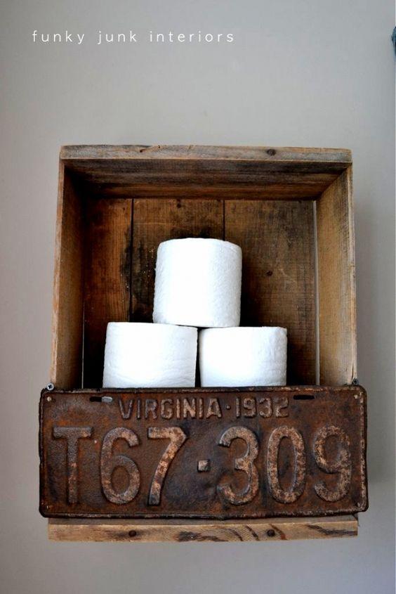 porta carta igienica vintage fai da te con cassette di legno e targa auto