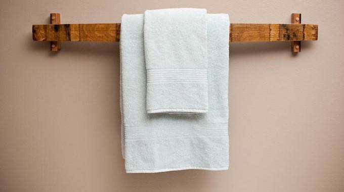 Un porta asciugamani fai da te con materiali di riciclo for Porta capsule fai da te