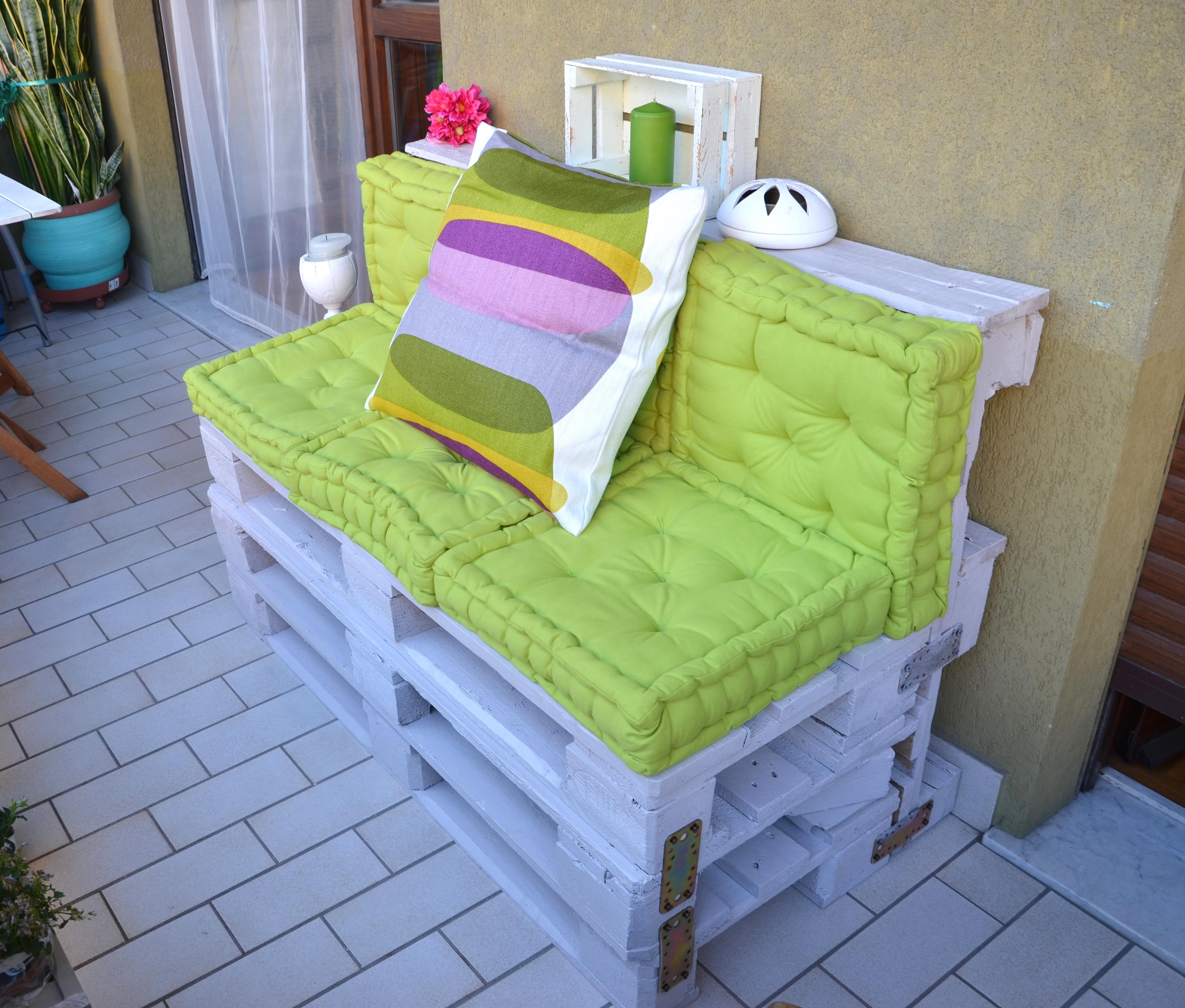 Pallet per arredare il giardino 20 idee lasciatevi - Cuscini per lettini da giardino ...