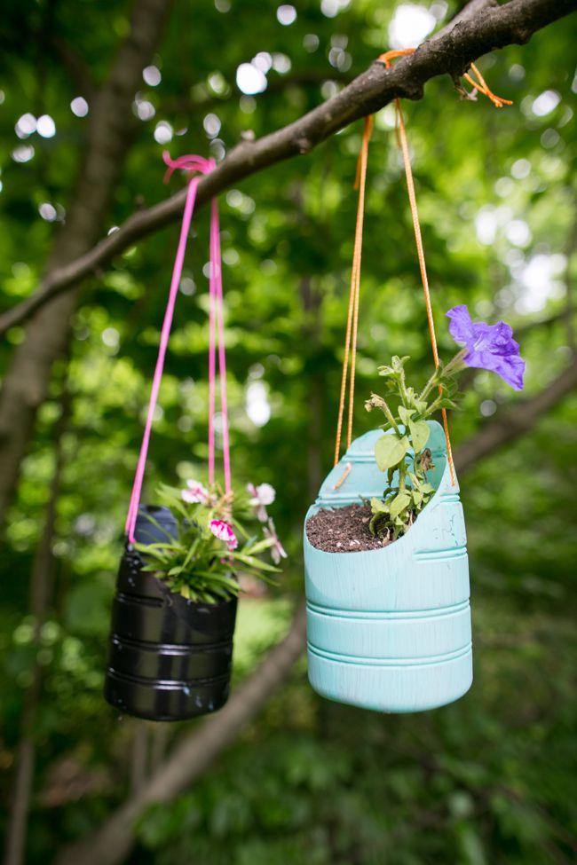 Подставка под цветы своими руками из бутылок 61