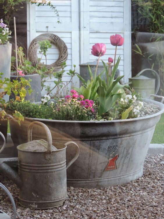 Riciclo creativo per decorare il giardino ecco 20 idee da for Idea per giardino
