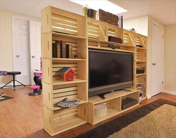 Decorare il salone con cassette di legno