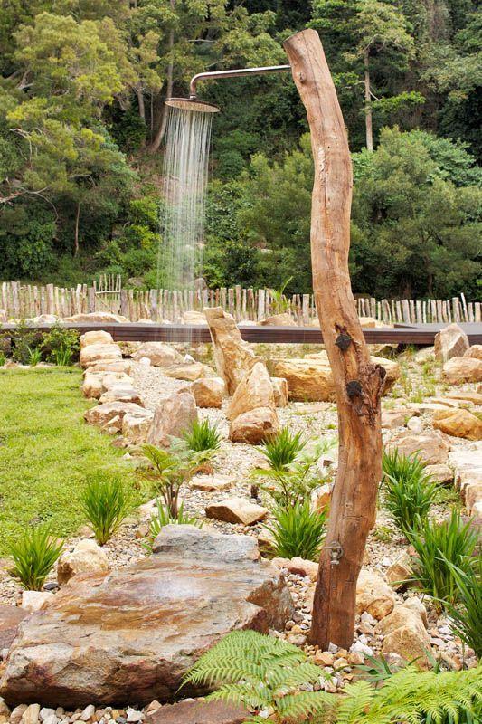 Una doccia da sogno in giardino