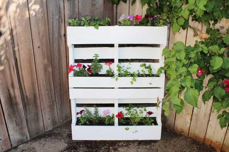 Fioriere da giardino fai da te realizzati con bancali 20 for Pallet arredo giardino